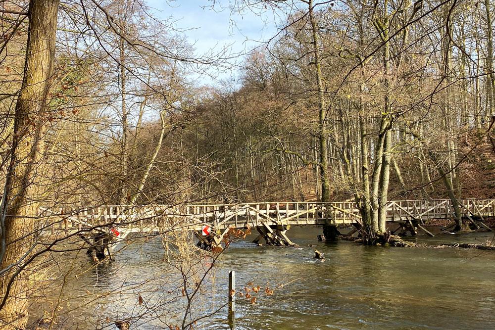 Holzbrücke im Durchbruchstal Warnow-Mildenitz.