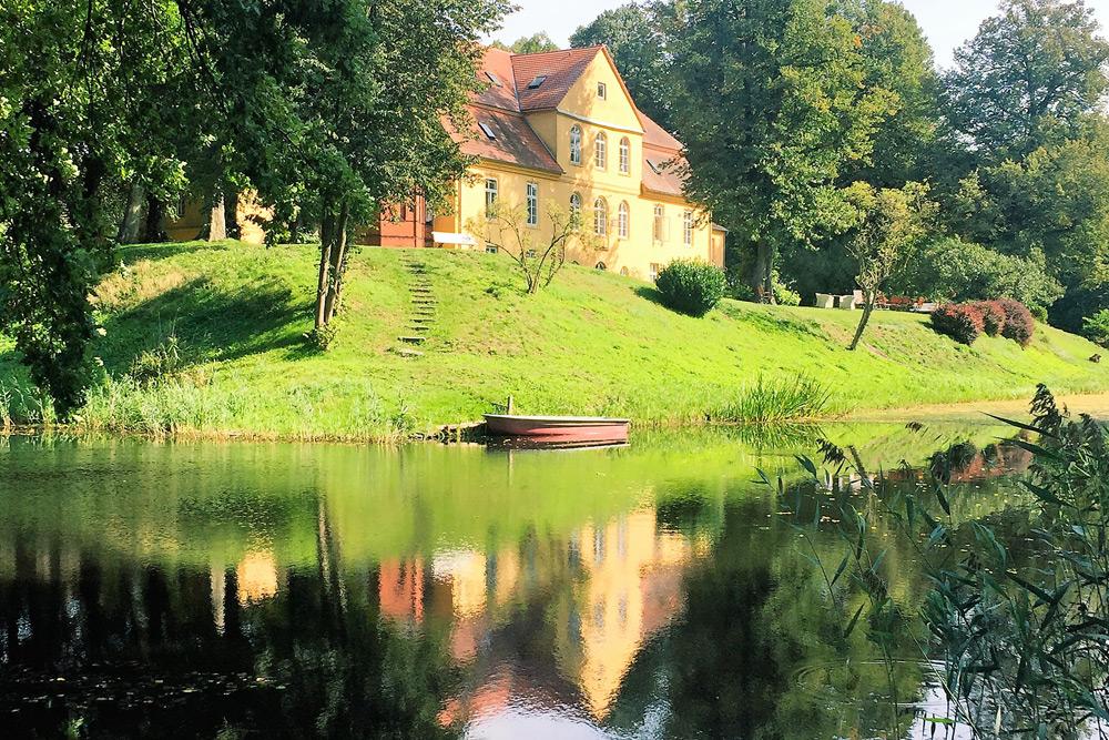 Schloss Lühburg mit Wassergraben