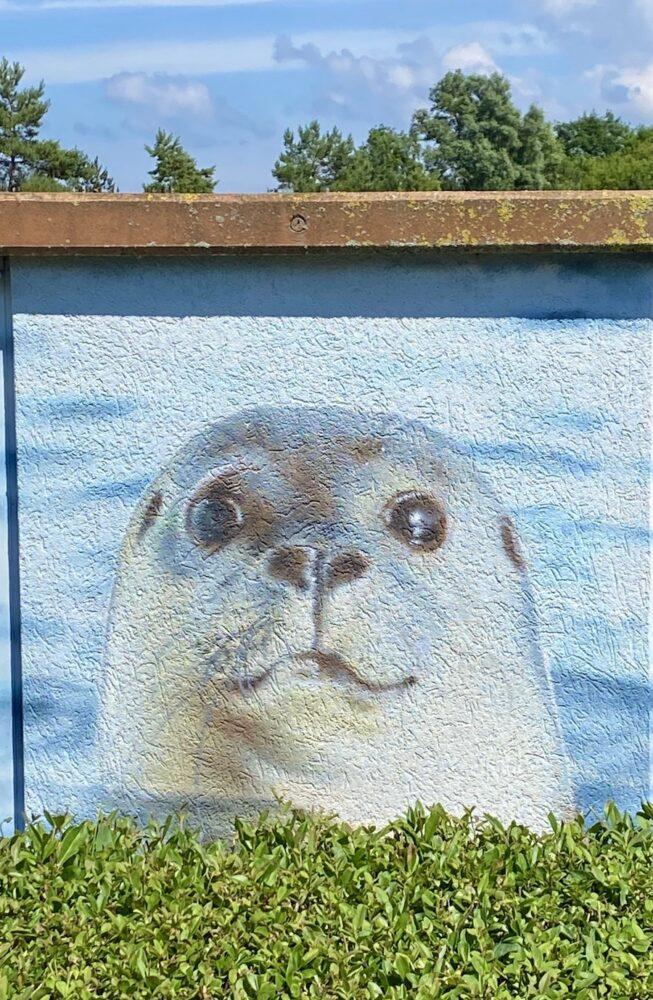 Wandmalerei im Yachthafen Hohe Düne