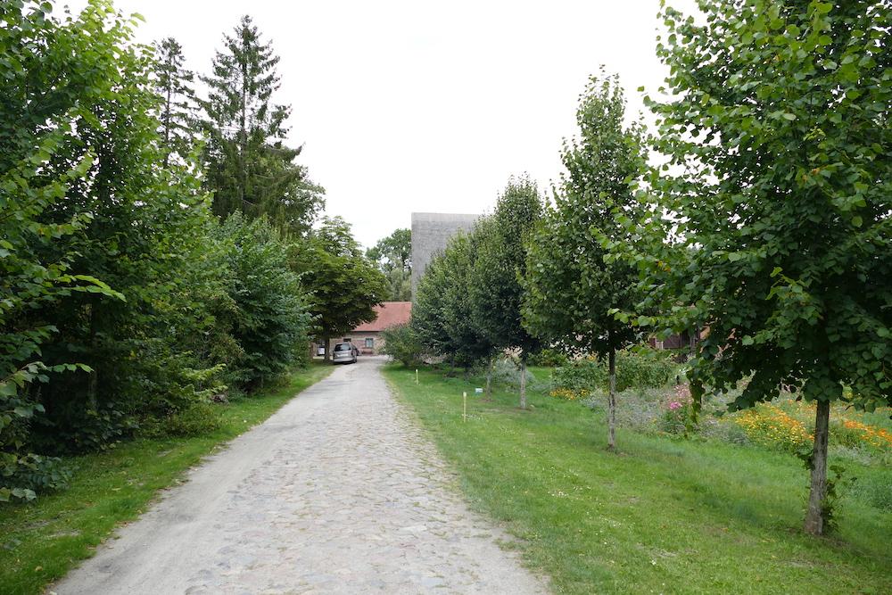Einfahrt zur Wasserburg